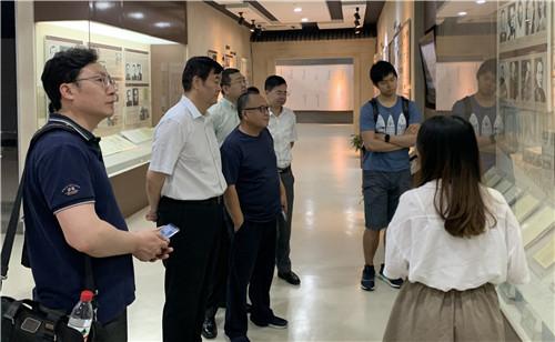 三八妇乐集团董事长袁晓峰到南京大学参观访问