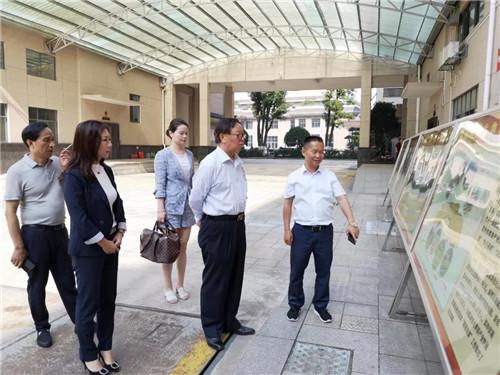 隆力奇董事长徐之伟参观考察湖南华莱茶学院