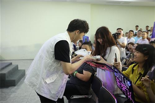 释放青春宣言 演绎人生态度——隆力奇花露水MV《再见夏躁》正式发布