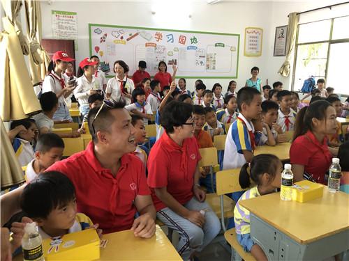 佳节赠爱心 完美伴成长---完美海南中秋回访希望小学活动