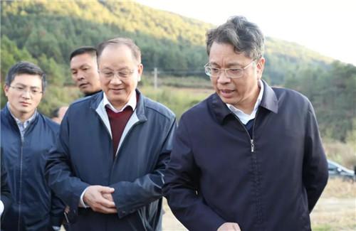 安发高益槐教授和宁德市委书记郭锡文共同到虎贝镇指导猕猴桃产业发展