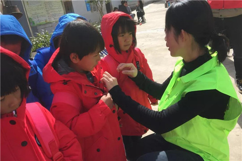 """绿叶""""冬日暖阳""""第三站——云南保山共裕村完全小学"""
