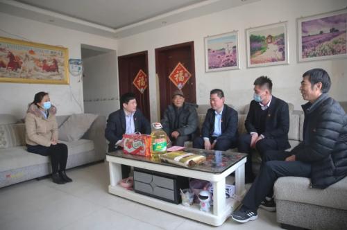卫康党委开展困难党员和贫困职工慰问活动